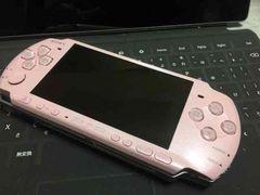 PSP-3000 �u���b�T�� �{�́A�o�b�e���[�̂� ���܂��t��