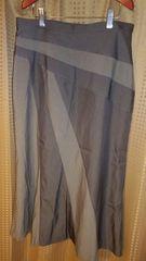 カーキ×グレーのスカート