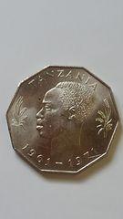 タンザニア硬貨、初代大統領の頭像。