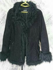 フェイクファー付きブラックコート