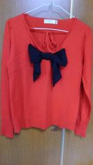 �A赤の可愛いい、デザインのセーター
