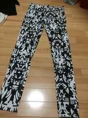 新品★柄のパンツ★黒×白★サイズ36★