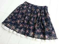 【美品/即決】小花柄ミニフレアスカート♪シフォン素材★小花柄ブラック☆Sサイズ