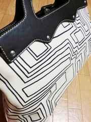アンタイトル/UNTITLE革製アンティーク模様柄トートバッグ