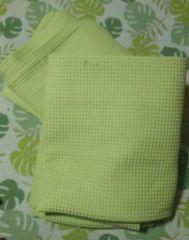訳有り。お安く!黄緑色カーテン。長さ195センチ