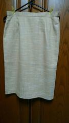 とっても素敵なスカート。ベージュ系。1年中着OK光沢感有り新品