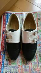 中古品。23.5�p靴黒×白。使用回数10回未満。ご理解ある方のみ。