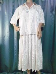 新品タグ付き純白プリーツスカートスーツ11号