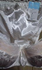 《光沢真っ白なフリル&リボンが可愛いブラ&ショーツ上下セット/C-80.L》