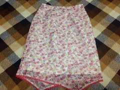 ピンク花柄レーススカート