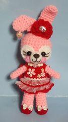 赤いミニドレスのピンクうさぎ