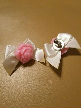 薔薇コサージュ付きピンクお花ホワイトリボンりぼんピアス白