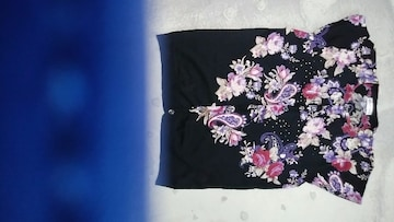 黒花柄ノースリーブ