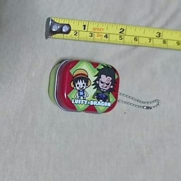 アミューズメント景品ONE PIECE缶キーホルダー(ルフィ+ドラゴン)