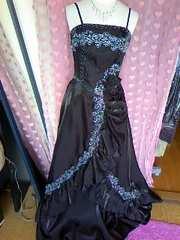 キラキラビーズ&フリルバックおリボンロングドレス