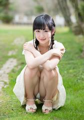 ■神坂ひなの■スカートからちらっ 生写真(即決)2
