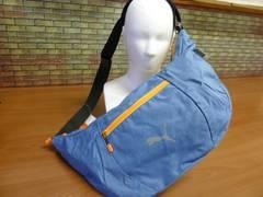 送料込(青)プーマpuma フィットネス ショルダーバッグ バナナ型 半月型071943