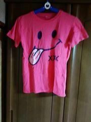 スマイルマークのかわいいピンクTシャツ