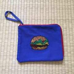 ユニクロ×ジェイソンポラン・ハンバーガー刺繍フラットポーチ