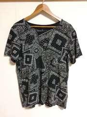 H&M ペーズリー柄Tシャツ