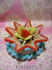 デコ*ホールケーキ<樹脂粘土>イチゴ&バナナのケーキ
