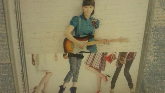 激安!超レア!☆YUI/HELLO☆初回限定盤/CD+DVD☆美品!  < タレントグッズの