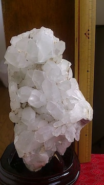 1、6キロ!マダカスカル産水晶クラスター原石!台座無しでも横に置けます