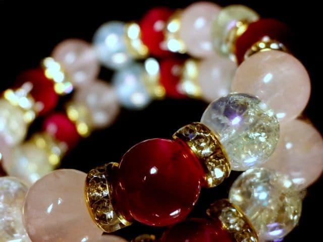 ピンクタイガーアイ§オーラクラック水晶§ローズクォーツ10ミリ金ロンデル数珠  < 女性アクセサリー/時計の