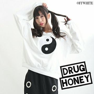 Drug honey【ユニセックス】勾玉刺繍トレーナー/白