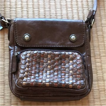 革素材  ショルダーバッグ