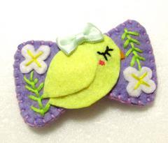 小鳥とお花の刺繍入りパッチンピン(リボン型・紫)
