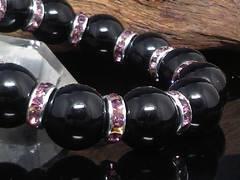 天然ブラックオニキス14ミリ紫ロンデル数珠