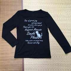 英字ロゴ&ネコイラスト柄長袖Tシャツ。ブラック