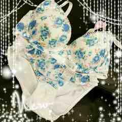 綺麗なブルー花柄ブラ&ショーツset(//ω//)♪