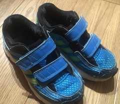 シンプル!アディダス 運動靴 18cm