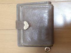 新品 ゴールドのハートが可愛い収納たっぷり2つ折り財布