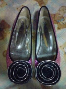 人気 フラットシューズ ペタンコ靴 ピンク キラキラ コサージュ 黒バラ バレーシューズ 美品