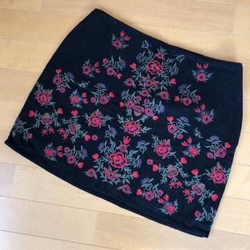 ザラ ZARA  刺繍 台形 ミニスカート 黒 赤 花柄