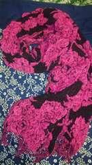 豪華なクシュクシュ マフラー ストールブラック&ピンク小悪魔、薔薇