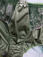 送料無料 ツルツル 小花刺繍可愛い系 5Lモスグリーン