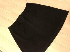 ブラックのシンプル台形スカート