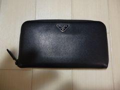 PRADA プラダ レザーのラウンドファスナーの長財布