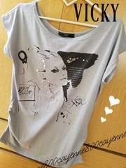 2/VICKY/ビジュー&プリントロングTシャツ