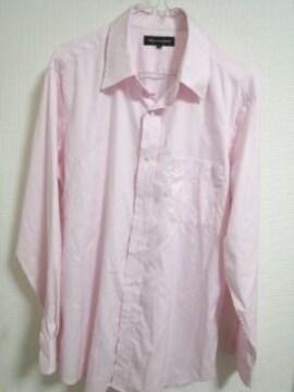 ユニクロ ピンクシャツ