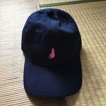 レディースサイズ・ワンポイント猫シルエット刺繍帽子。ネイビー