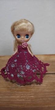 プチブライス赤紫のレース編みドレス