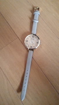新品未使用 内側がキラキラ光る綺麗なデザインの腕時計