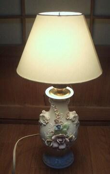 かわいい薔薇の花陶器の照明スタンド布製傘です。